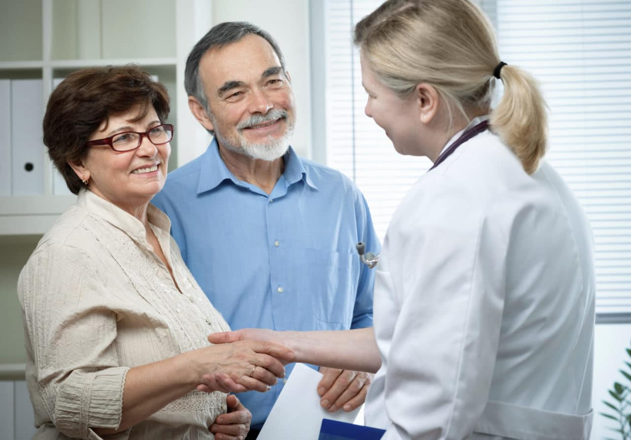 Photo of a couple meeting an audiologist